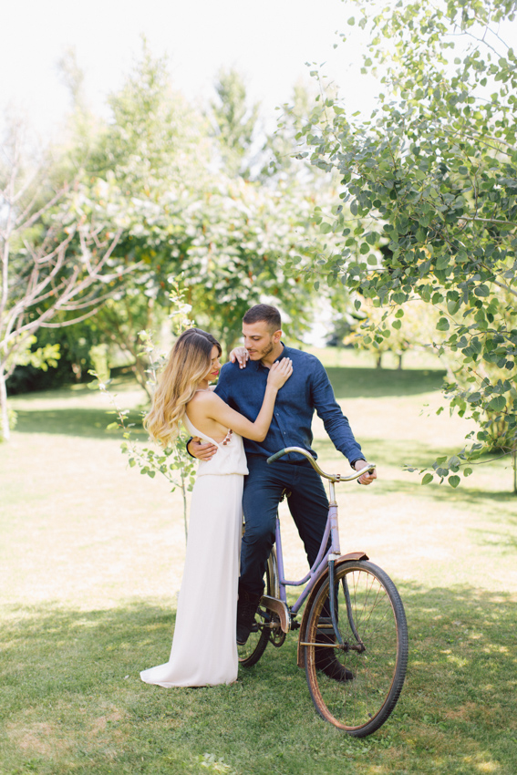 engagement shoot with bicycle