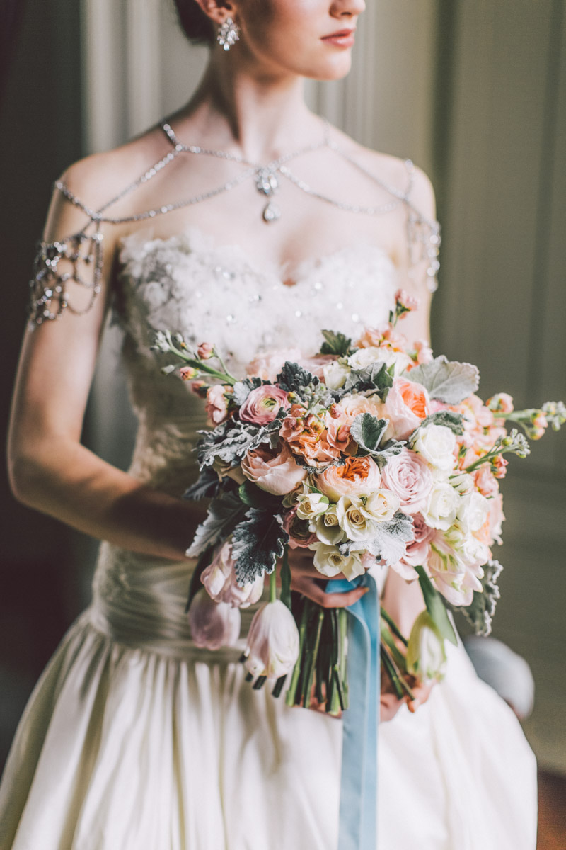 bride holding gorges bouquet