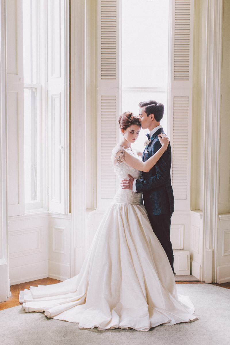 romantic bride and groom wedluxe