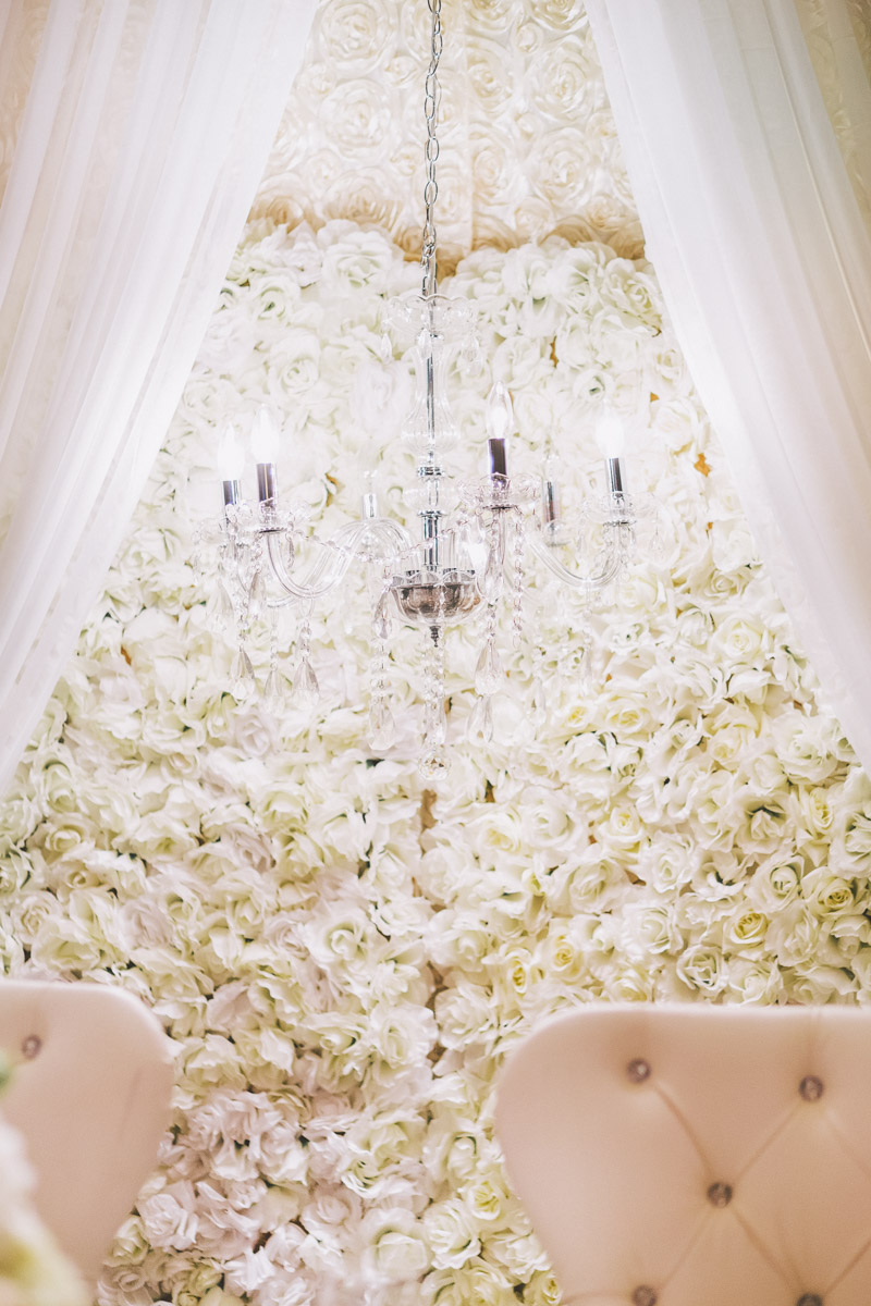 head table flowers and decor