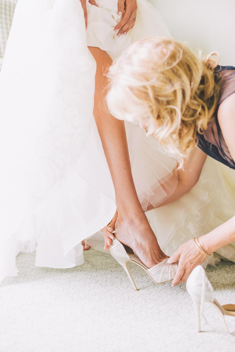 bride getting ready at jw marriott