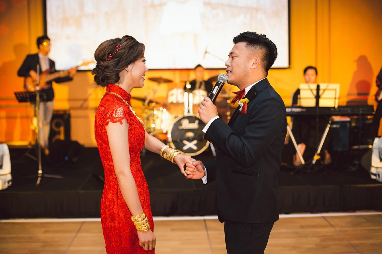 groom singing to the bride on the dance floor