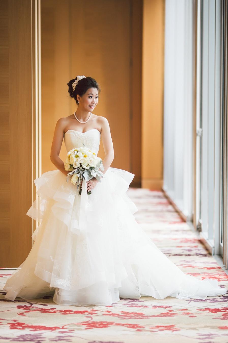 bride posing shangri la toronto