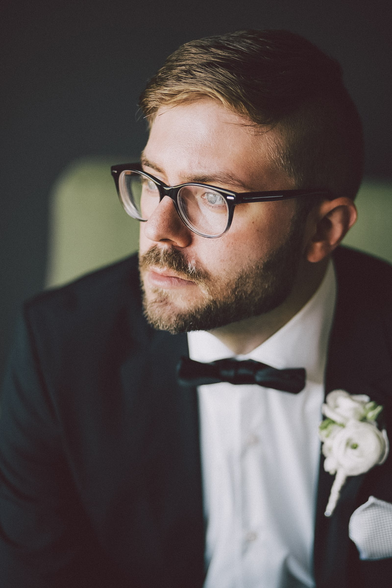 best groom poses