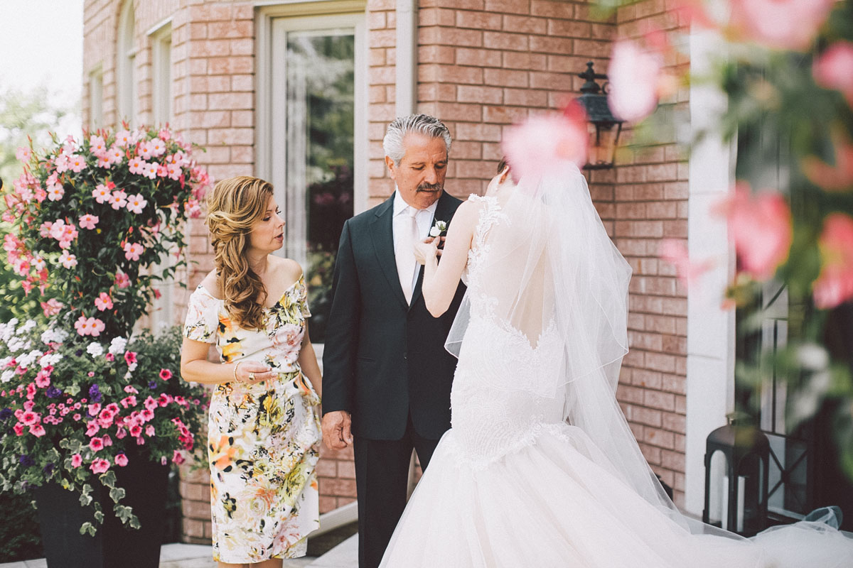 bride helping the dad with boutonniere