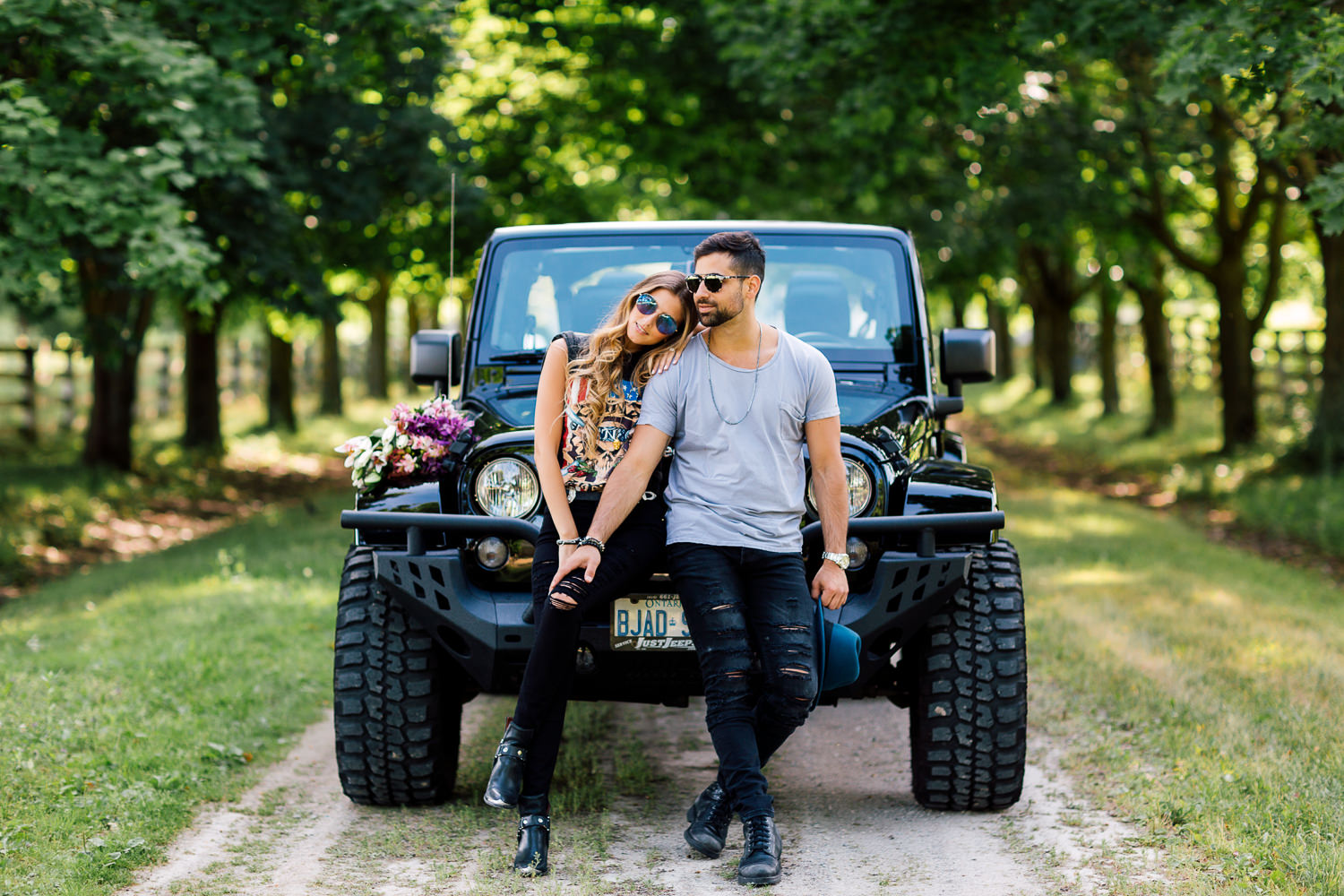 engagements photography with jeep