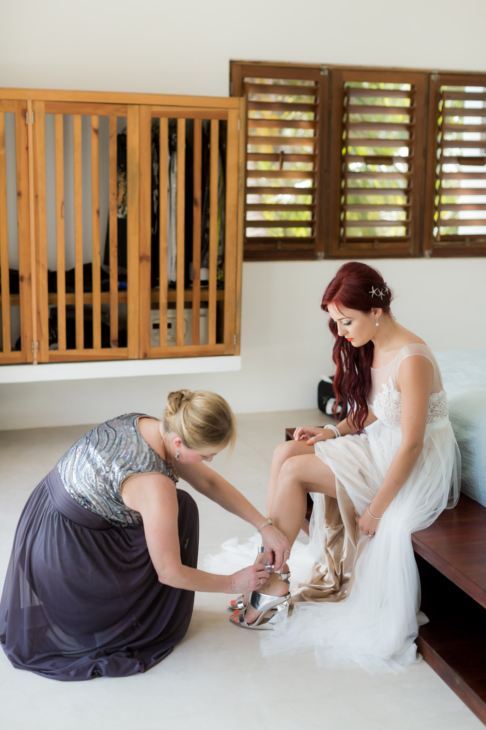 bride putting on the shoes