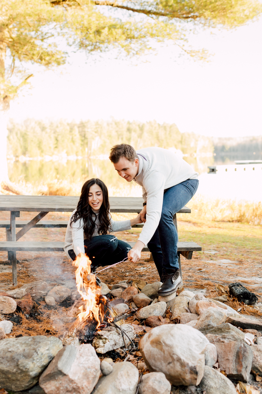couple bon fire