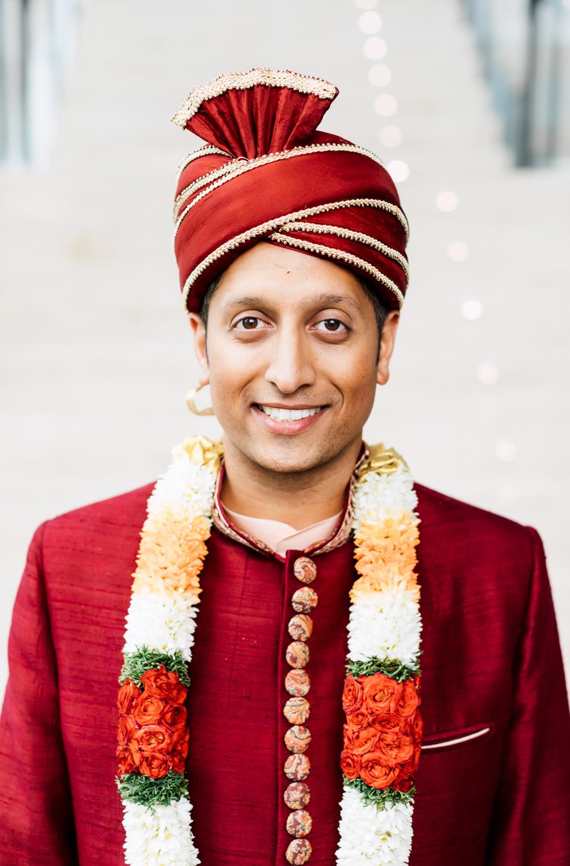 traditional hindu groom