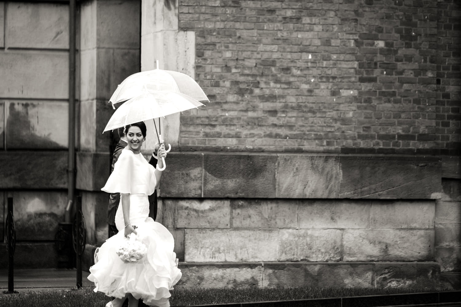 Tips For A Rainy Wedding Photos