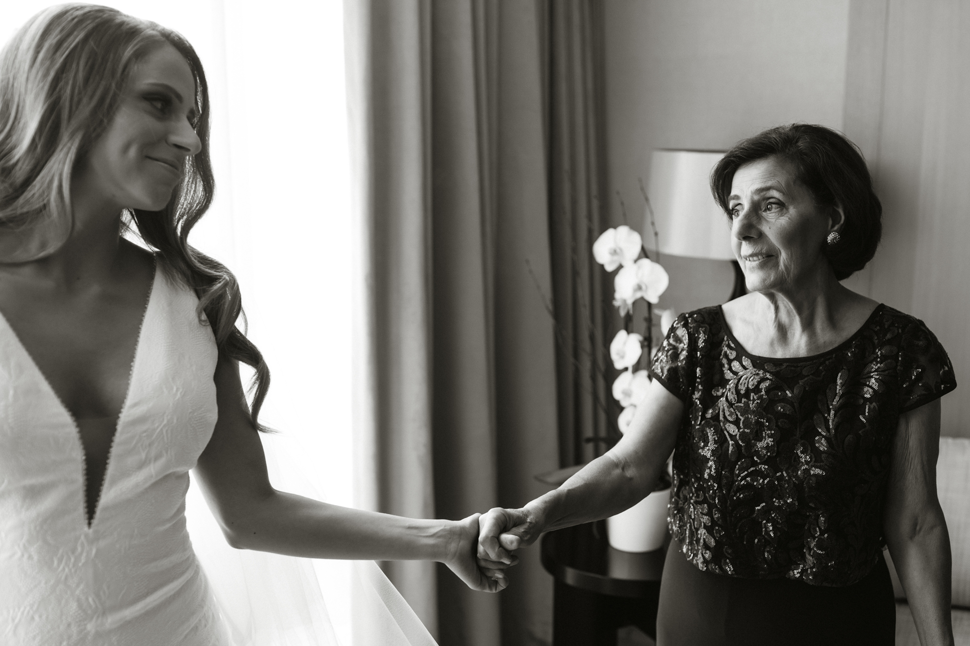 candid mother of the bride