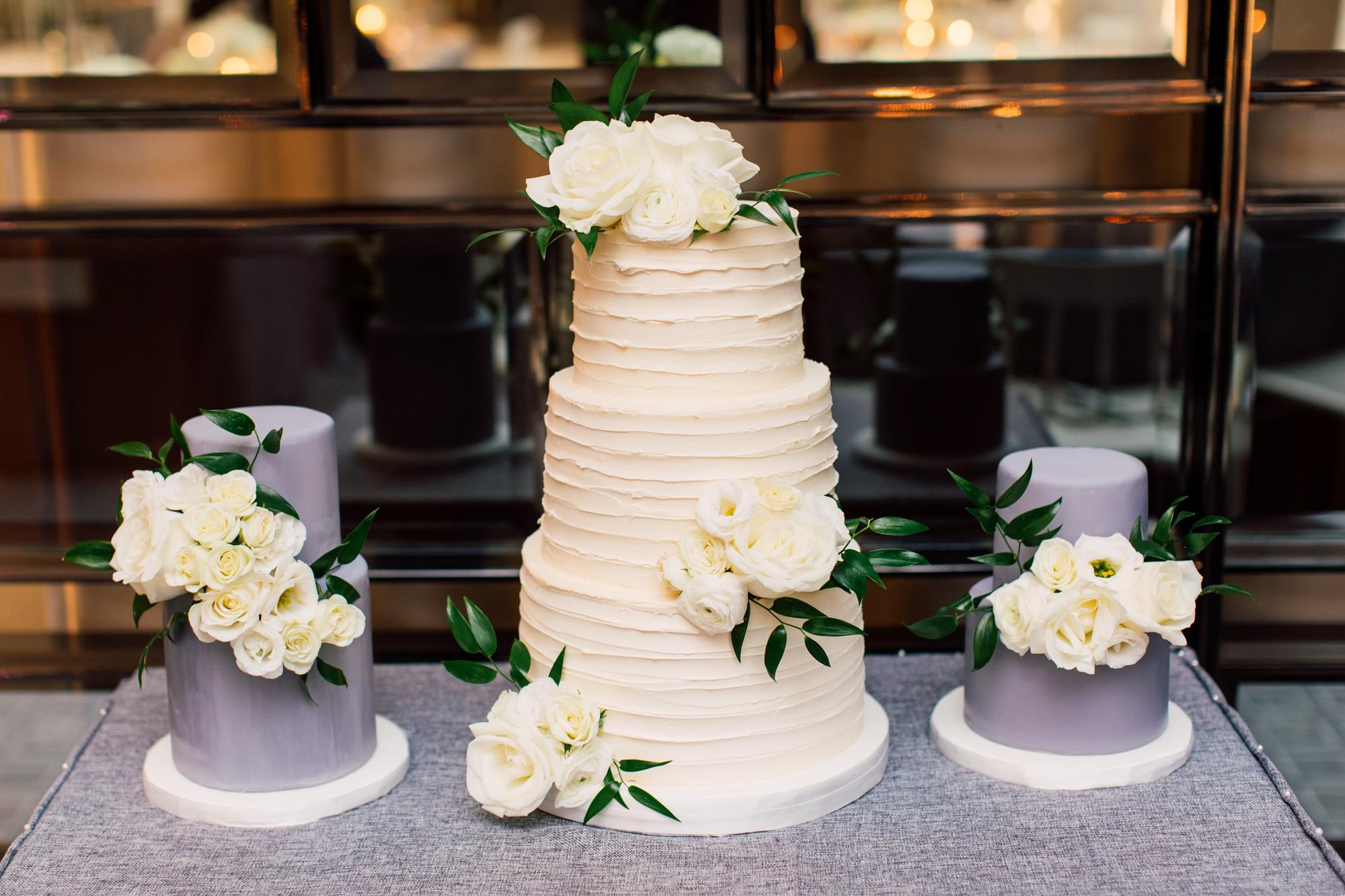EandR sweetery wedding cake