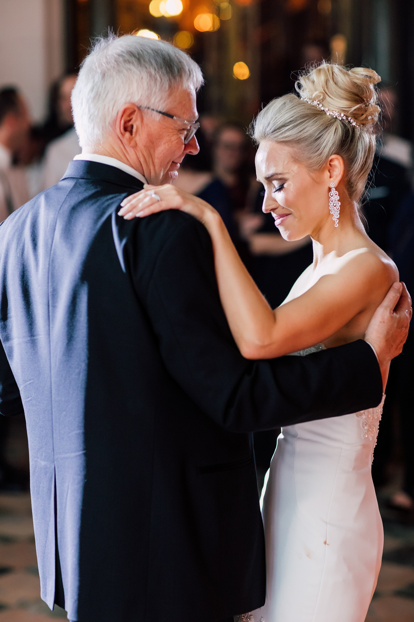 emotional father daughter dancec