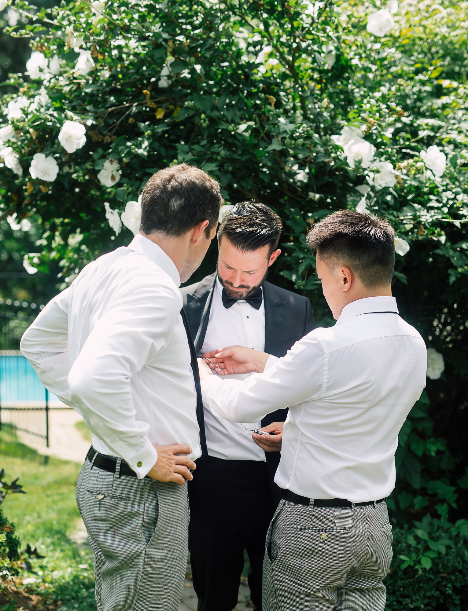 groom groomsmen getting ready