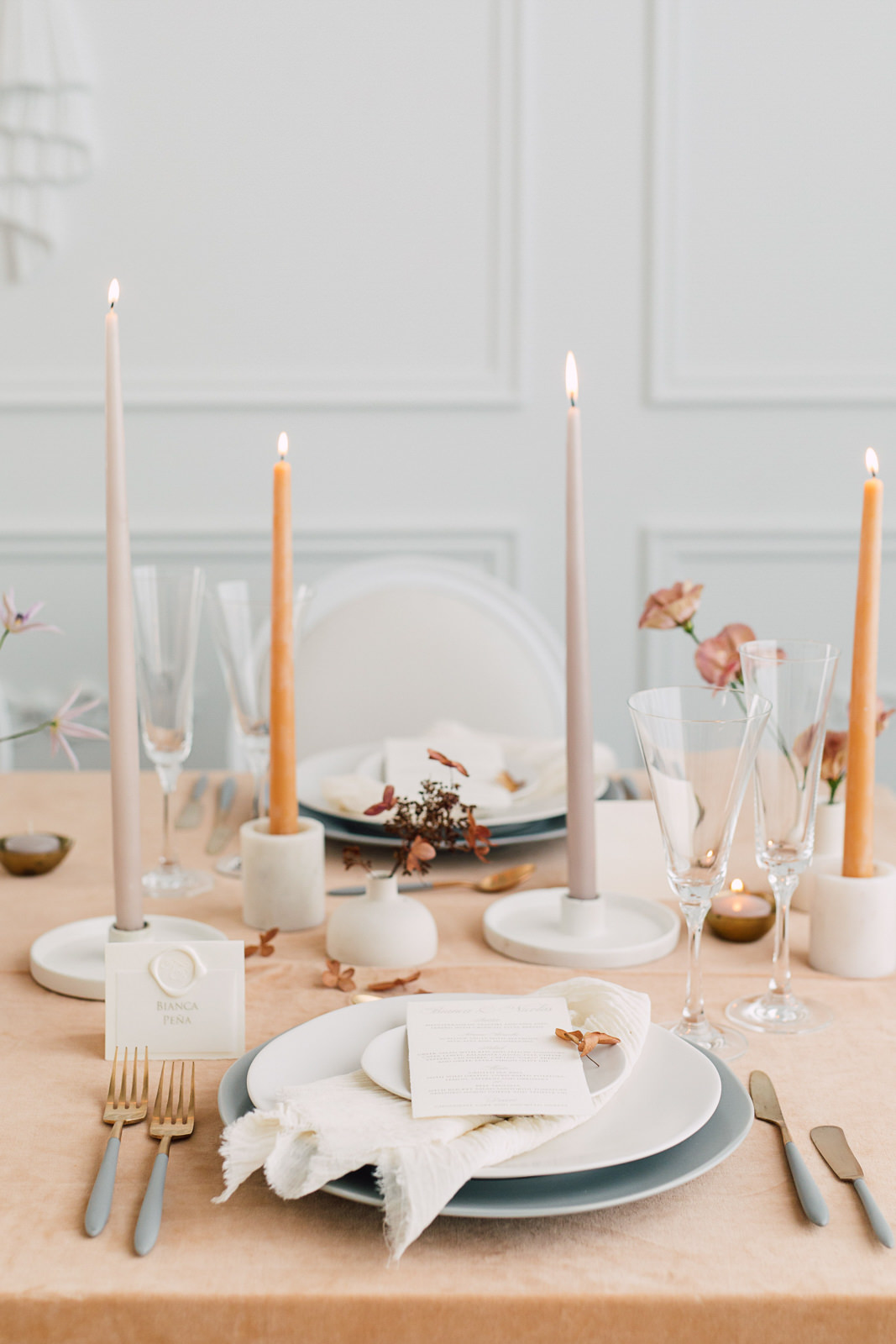 plate occasions tablescape